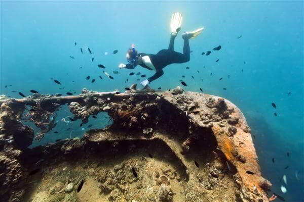 Tolle Tauchgebiete in Thailand: hier ein Schiffswrack Lusong Island