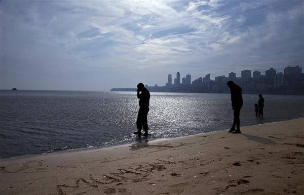Chowpatty Beach und die Skyline von Mumbai