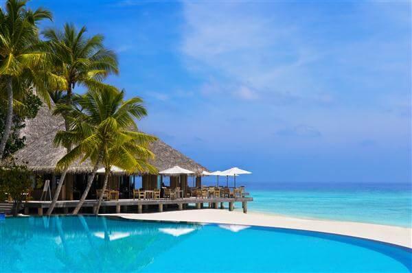 Poolbar auf der Hotelinsel Bandos auf den Malediven