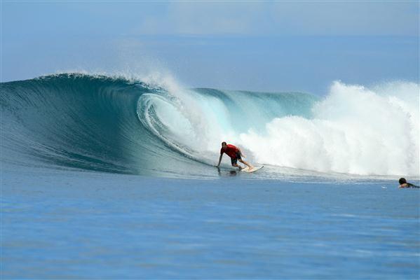 Surfer auf Mentawai-Insel - Indonesien