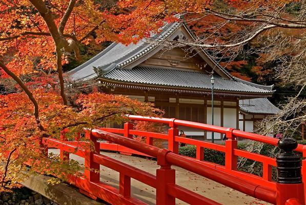 Kii-Berge: Tempel im Herbst