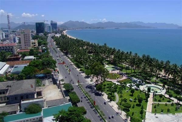 Stadt mit Blick auf das Meer - Vietnam