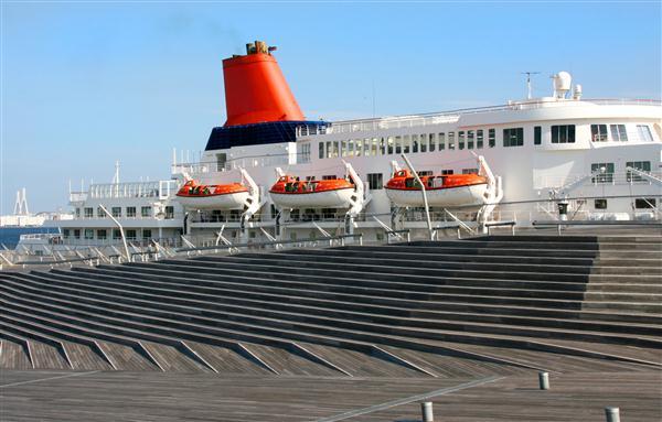 Passagierschiff ankert am Pier - Yokohama