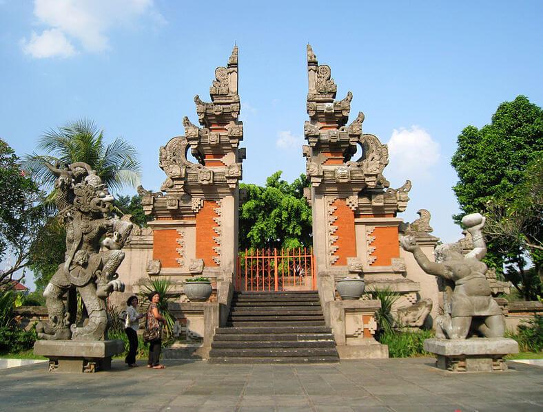 Das gespaltene Tor (Split Gate) in Denpasar