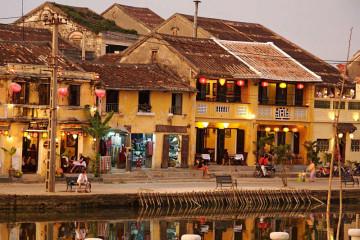 Kleine Läden und Restaurants in der Altstadt von Hoi An