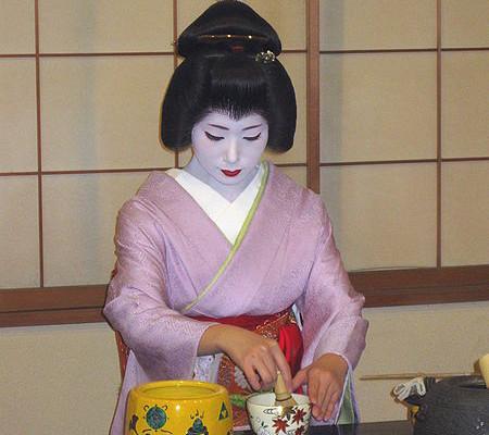 Geisha bei der Teezeremonie