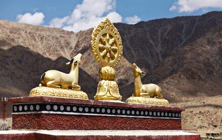 Dharmachakra ist im Buddhismus das Symbol der von Buddha verkündeten Lehre