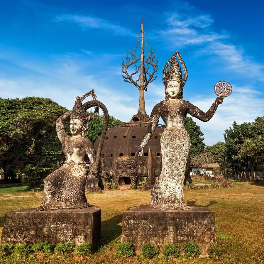 Statuen im Buddha Park Xieng Khouang bei Vientiane