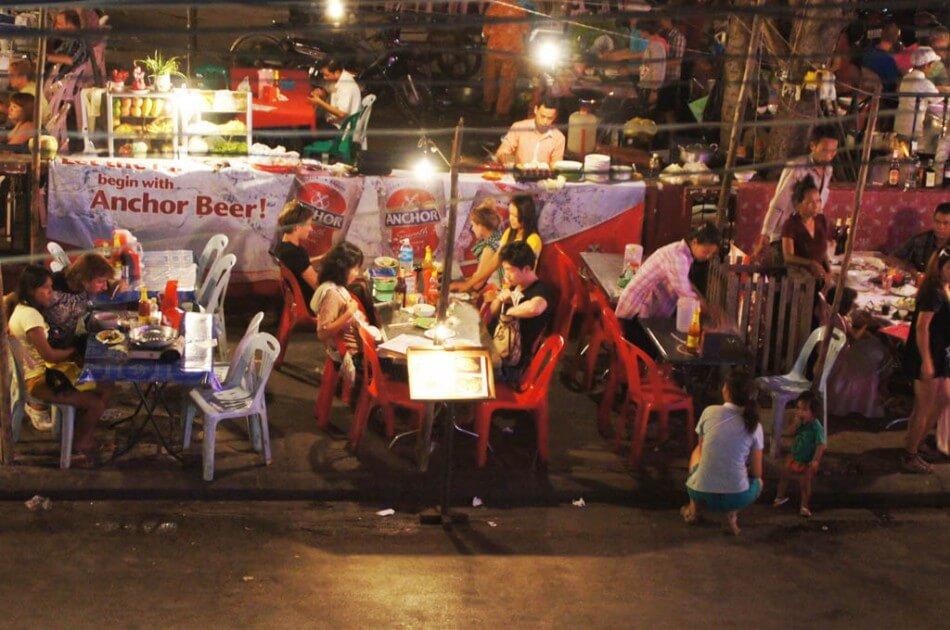 Foodmarket in Asien - Auf vollständig gekochte Lebensmittel achten