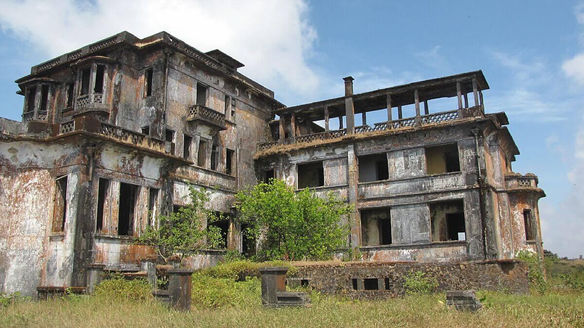 Bokor Hill in Kambodscha: von Trendy64 (Eigenes Werk) [GFDL , via Wikimedia Commons
