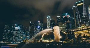 city of singapore night statue