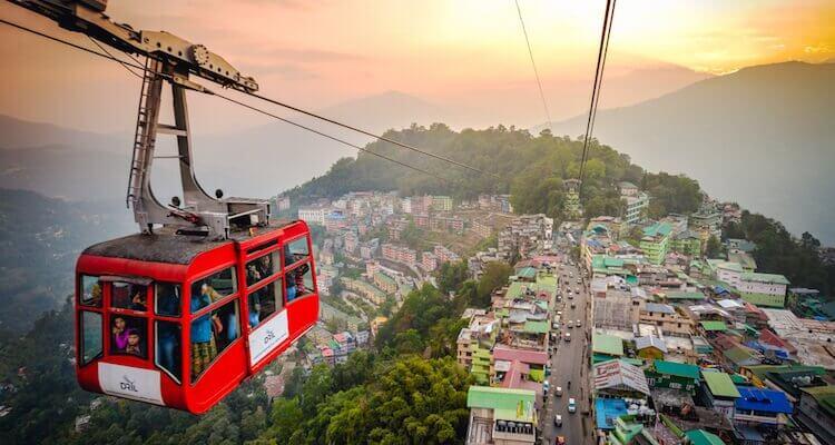 über den dächern der hauptstadt sikkims